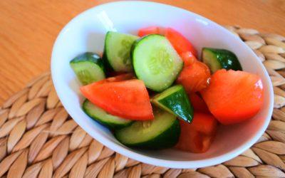 ガパオライスの添えにはトマトのアジアンサラダ!